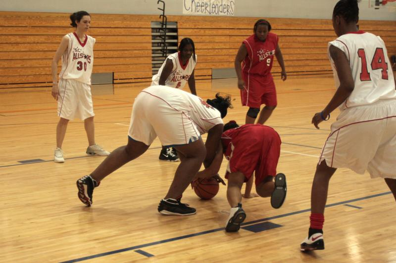 Maya Grady and Yak Ross scrambling for a loose ball